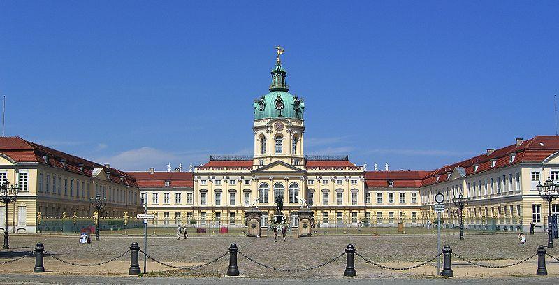 800px-Schloss_Charlottenburg_Berlin_2007