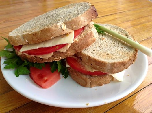 sandwich with humus