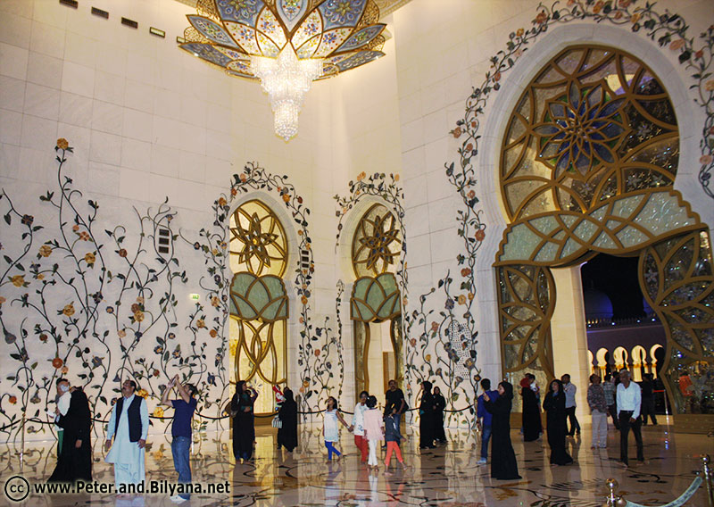 abu-dhabi-mosque-sheykh-zayed-entrance